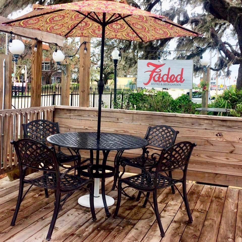 pet friendly restaurant in sebring